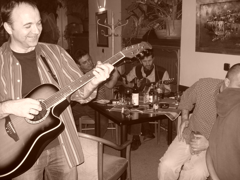 Páteční večery se Sarma band v Mon Ami